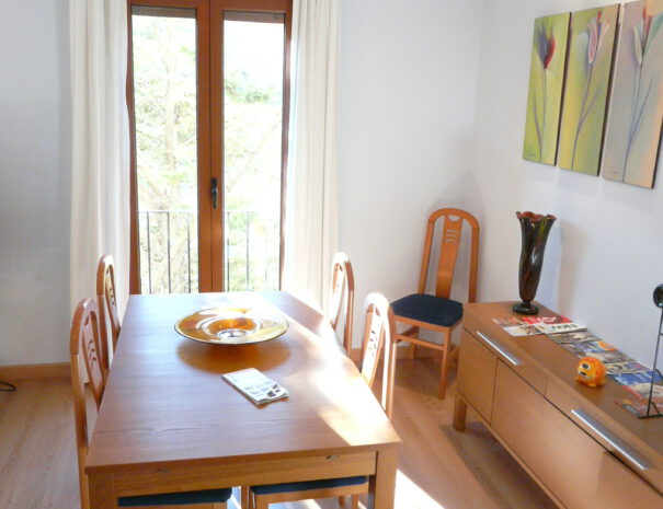 GN1 LIVING ROOM -DINNING